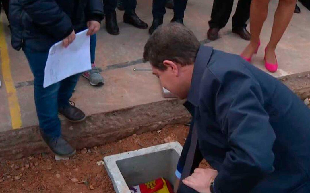 Colocación de la primera piedra del Gimnasio del CEIP de Villagarcía del Llano (CUENCA)